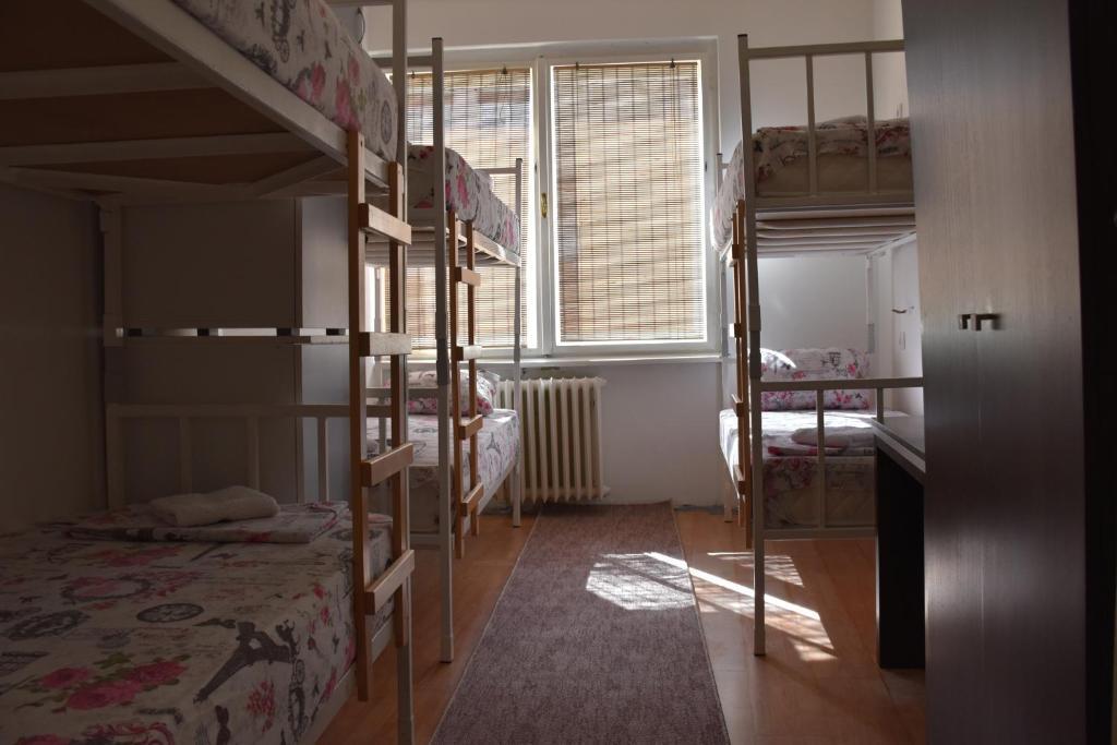 krevet-6-krevetnoj-mesanoj-spavaonici-14